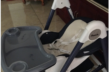 pouch k05的餐桌椅实用性高吗?安全带设计怎么样?-1