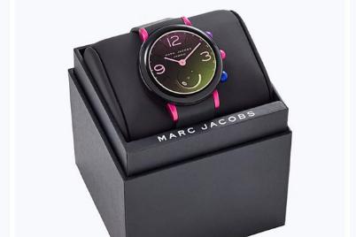 Marc Jacobs电子表不需要充电吗?类似于智能手表吗?-1