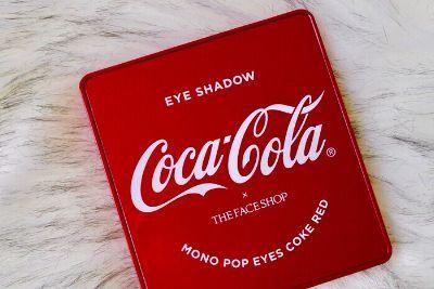菲诗小铺和可口可乐联名眼影盘几个颜色?每个颜色粉质不一样吗?-1