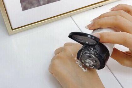 rcma透明散粉控油吗?定妆效果好吗?-1